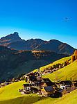 Italien, Suedtirol (Trentino - Alto Adige), Wengen (La Valle): im Hintergrund der Gipfel Peitlerkofel (Sass di Putia) im Naturpark Puez-Geisler | Italy, South Tyrol (Trentino - Alto Adige), La Valle: at background summit Peitlerkofel (Sass di Putia) at Puez-Geisler Nature Park (Parco naturale Puez Odle)