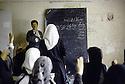 Irak 1992   Halabja: classe de filles  Iraq 1992   Halabja: in a classroom, young girls with veils