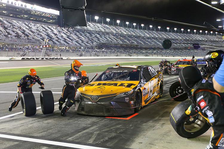 #19: Martin Truex Jr., Joe Gibbs Racing, Toyota Camry DeWalt pit stop