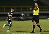 TUNJA - COLOMBIA, 27-09-2021: Ferney Ossa, árbitro, durante partido por la fecha 10 como parte del Torneo BetPlay DIMAYOR II 2021 entre Boyacá Chicó F.C. y Valledupar F.C. jugado en el estadio La Independencia de la ciudad de Tunja. / Ferney Ossa, referee, during match for the date 10 as part of BetPlay DIMAYOR Tournament II 2021 between Boyaca Chico F.C. and Valledupar F.C. played at La Independencia stadium in Tunja city. Photo: VizzorImage / Macgiver Baron / Cont