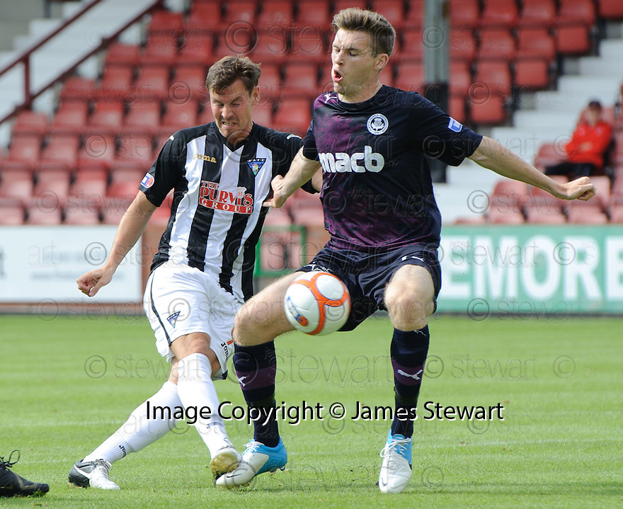 Partick's Stephen O'Donnell blocks Andy Barrowman's shot.