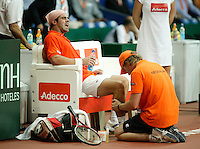22-9-06,Leiden, Daviscup Netherlands-Tsjech Republic, Raemon Sluiter  receives treatment