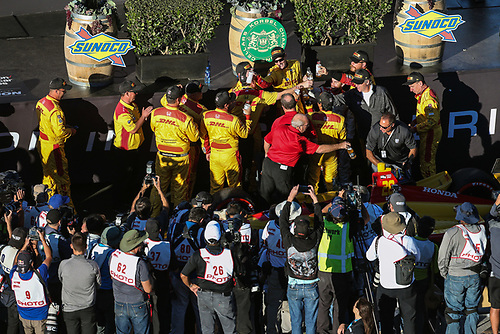 Ryan Hunter-Reay crew celebrating the win, Andretti Autosport Honda