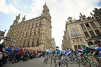 Brabantse Pijl 2012.Leuven-Overijse: 195,7km..peloton in front of city hall