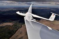 ASH 26 E: DEUTSCHLAND, 17.10.2010 ASH 26 E Eigenstartfaehiges  Segelflugzeug der 18 Meter Klasse - Aufwind-Luftbilder Stichworte: Deutschland,  Segelflugzeug, Flugzeug, fliegen, fliegt, fliegend, Flug, Segelflug, Segelfliegen, Sport, Sportart, Luftsport, Luftsportgeraet, Geraet, Fluggeraet, 18 Meter  Klasse, ASH 26 E , eigen, selbst, ohne, Hilfe, startfaehig, startfaehiges, Fluegelspannweite, Fluegel, lang, lange, Spannweite, Meter,  Gleitflug, gleiten, gleitet, Motorsegler, Freizeit, Hobby, KFK, GFK, Kohlefaser, Glasfaser, Flaechenkamera, Ostsee