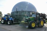 Germany, Biogas plant / DEUTSCHLAND, Damnatz im Wendland, Hof und Biogasanlage von Horst Seide, John Deere und New Holland Traktor mit Dieselantrieb, PlanET Gasspeicher