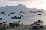 Vue du port de Mindelo, la ville de Cesaria Evora, capitale de l ile de Sao Vicente.Mindelo harbour view, Cesaria Evora town, capital of Sao Vicente island