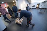 Nach zwei Jahren ohne eigene Ausstellungsraeume eroeffnet die Galerie fuer Photographie C/O Berlin am 30. Oktober 2014 am neuen Standort im Amerika Haus am Bahnhof Zoo in der Hardenbergstraße 22-24 in Berlin-Charlottenburg.<br /> Am Mittwoch den 29. Oktober 2014 gab es ein Opening fuer die Presse.<br /> Im Bild: Letzte Arbeiten vor der Eroeffnung.<br /> 29.10.2014, Berlin<br /> Copyright: Christian-Ditsch.de<br /> [Inhaltsveraendernde Manipulation des Fotos nur nach ausdruecklicher Genehmigung des Fotografen. Vereinbarungen ueber Abtretung von Persoenlichkeitsrechten/Model Release der abgebildeten Person/Personen liegen nicht vor. NO MODEL RELEASE! Don't publish without copyright Christian-Ditsch.de, Veroeffentlichung nur mit Fotografennennung, sowie gegen Honorar, MwSt. und Beleg. Konto: I N G - D i B a, IBAN DE58500105175400192269, BIC INGDDEFFXXX, Kontakt: post@christian-ditsch.de<br /> Urhebervermerk wird gemaess Paragraph 13 UHG verlangt.]