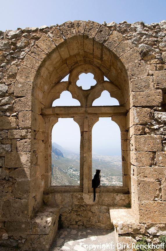 Nordzypern, Burg St. Hilarion bei Girne, 12. Jh., gotisches Maßwerk-Fenster (Fenster der Königin)