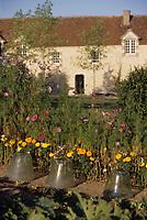 Europe/France/Normandie/Basse-Normandie/61/Orne/Maison-Maugis : Chambre d'hôtes - Détail du jardin - Les cloches dans le potager