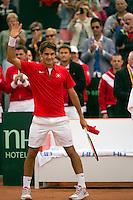 16-09-12, Netherlands, Amsterdam, Tennis, Daviscup Netherlands-Suisse, Roger Federer  thanks the crowd