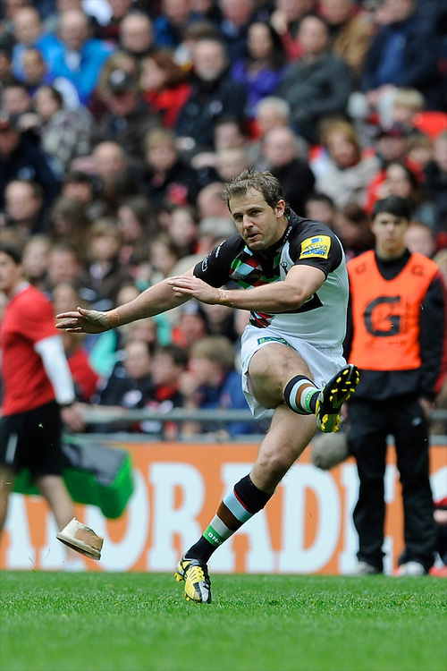 Nick Evans of Harlequins takes a penalty kick during the Aviva Premiership match between Saracens and Harlequins at Wembley Stadium on Saturday 31st March 2012 (Photo by Rob Munro)