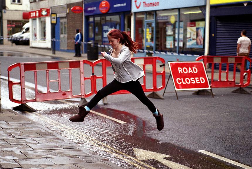 © Si Barber 07739 472 922<br /> Negotiating a burst water main, Great Yarmouth,Norfolk,UK