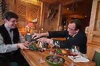Europe/France/Rhône-Alpes/74/Haute-Savoie/Manigod: Pierre Lesage et Eric Guelpa  de gauche à droite,  Restaurant: Chalets-Hotels de la Croix Fry<br />  travaillent sur les accords mets vin autour de la truffe noire [Non destiné à un usage publicitaire - Not intended for an advertising use]