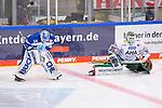 Torwart Michael Garteig (Nr.34 - ERC Ingolstadt) und Markus Keller (Nr.35 - Augsburger Panther) während dem WarmUp beim Spiel in der Gruppe Sued der DEL, ERC Ingolstadt (dunkel) - Augsburger Panther (hell).<br /> <br /> Foto © PIX-Sportfotos *** Foto ist honorarpflichtig! *** Auf Anfrage in hoeherer Qualitaet/Aufloesung. Belegexemplar erbeten. Veroeffentlichung ausschliesslich fuer journalistisch-publizistische Zwecke. For editorial use only.