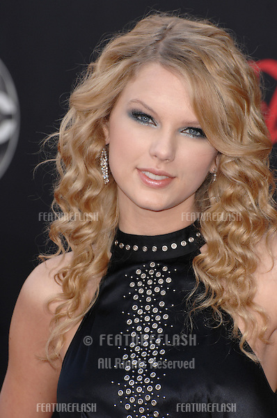 Taylor Swift at the 2007 American Music Awards at the Nokia Theatre, Los Angeles..November 19, 2007  Los Angeles, CA.Picture: Paul Smith / Featureflash
