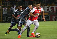 BOGOTA -COLOMBIA, 28-08-2016.Jeison Gordillo  (Der) jugador de Santa Fe   disputa el balón con Ayron Del Valle(Izq) de Millonarios  d urante encuentro  por la fecha 10 de la Liga Aguila II 2016 disputado en el estadio Metropolitano de Techo./ Jeison Gordillo (R) player of Santa Fe   fights for the ball with Ayron Del Valle (L) player of Millonarios  during match for the date 10 of the Aguila League II 2016 played at Metropolitano de Techo stadium . Photo:VizzorImage / Felipe Caicedo  / Staff