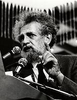 Bernard Benson<br /> , Pacifiste, Mai 1984  (date exacte inconnue), rassemblement pour la paix, complexe desjardins<br /> <br /> <br /> <br /> PHOTO D'ARCHIVE: Agence Quebec Presse