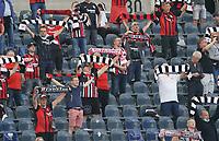 """Fans singen mit Abstand die Eintracht Hymne """"Im Herzen von Europa"""" und halten ihre Schals hoch<br /> - 19.09.2020: Fussball  Bundesliga, Saison 20/21, Spieltag 1, Eintracht Frankfurt vs. Arminia Bielfeld, emonline, emspor, v.l. Deutsche Bank Park<br /> Foto: Marc Schueler/Sportpics.de <br /> Nur für journalistische Zwecke. Only for editorial use. (DFL/DFB REGULATIONS PROHIBIT ANY USE OF PHOTOGRAPHS as IMAGE SEQUENCES and/or QUASI-VIDEO)"""