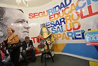 BOGOTÁ -COLOMBIA. 23-05-2014. Sede del candidato presidencial Oscar Iván Zuluaga por el partido Centro Democrático en Bogotá, Colombia, hoy 23 de mayo de 2014. Las elecciones presidenciales en Colombia se realizarán el próximo 25 de mayo de 2014./ Campaing headquarters of presidential colombian canditate Oscar Ivan Zuluaga by Democratic Center Party today May 23 2014. Presidential elections in Colombia will be held in May 25 2014. Photo: VizzorImage/ Gabriel Aponte / Staff