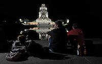 Völkerschlachtdenkmal bei Nacht  - Jugendliche nutzen die Mauern vor dem See der Tränen (Tränenbecken) gern als nächtlichen Treffpunkt- das Denkmal erinnert an die große Schlacht bei Leipzig am 18. Oktober 1813 vor den Toren von Leipzig.  Foto: Norman Rembarz