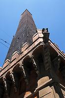 Europe/Italie/Emilie-Romagne/Bologne : Tour Asinelli (1109)