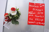 - Milano, presidio per solidarietà contro l'attentato alla scuola di Brindisi....- Milan demonstration for solidarity against the attack on the school in Brindisi