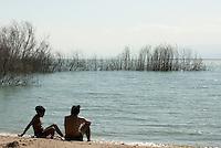 Dominikanische Republik, Badestelle am Lago Enriquillo bei Las Drscubierta
