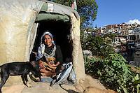 MADAGASCAR Antananarivo, homeless family / MADAGASKAR Antananarivo, obdachlose Familie