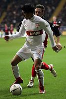 Ricardo Osorio (VfB Stuttgart) im Zweikampf mit Albert Streit (Eintracht Frankfurt)