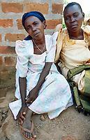 Uganda. Kayunga district. Kyamugumbi. Two women, both farmers and suffering from the HIV Aids disease, seat on the ground. © 2004 Didier Ruef