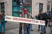 """Sogenannten """"Querdenker"""" sowie verschiedene rechte und rechtsextreme Gruppen hatten fuer den 18. November 2020 zu einer Blockade des Bundestag aufgerufen. Sie wollten damit verhindern, dass es """"eine Abstimmung ueber das Infektionsschutzgesetz"""" gibt - unabhaengig ob es diese Abstimmung tatsaechlich gibt.<br /> Bereits in den Morgenstunden versammelten sich ca. 2.000 Menschen, wurden durch Polizeiabsperrungen jedoch gehindert zum Reichstagsgebaeude zu kommen. Sie versammelten sich daraufhin u.a. vor dem Brandenburger Tor.<br /> 18.11.2020, Berlin<br /> Copyright: Christian-Ditsch.de"""