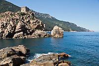 Europe/France/2A/Corse du Sud/Porto:   Tour génoise carrée, sur un rocher dominant l'embouchure du Porto, édifice fortifié du XVIème siècle et Golfe de Porto