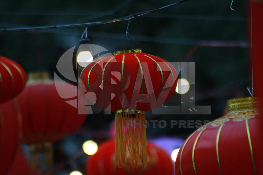 SÃO PAULO,SP, 20.02.2016 - ANO-CHINES - A Praça Roosevelt, no centro de São Paulo é vista tomada por lanternas chinesas na tarde deste sábado (20). A ação faz parte do Festival das Lanternas que ocorre no local à partir das 18h, com dança do dragão entre outras atividades. (Foto: Adar Rodrigues/Brazil Photo Press)