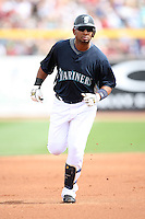 March 8, 2009: Balentin, Wladimir (25) of the Seattle Mariners at Peoria Sports Complex in Peoria, AZ.  Photo by: Chris Proctor/Four Seam Images