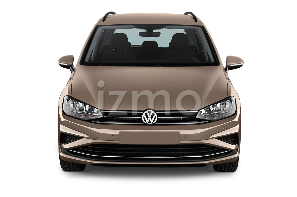 Car photography straight front view of a 2018 Volkswagen Golf Sportsvan Comfort Line  5 Door MPV