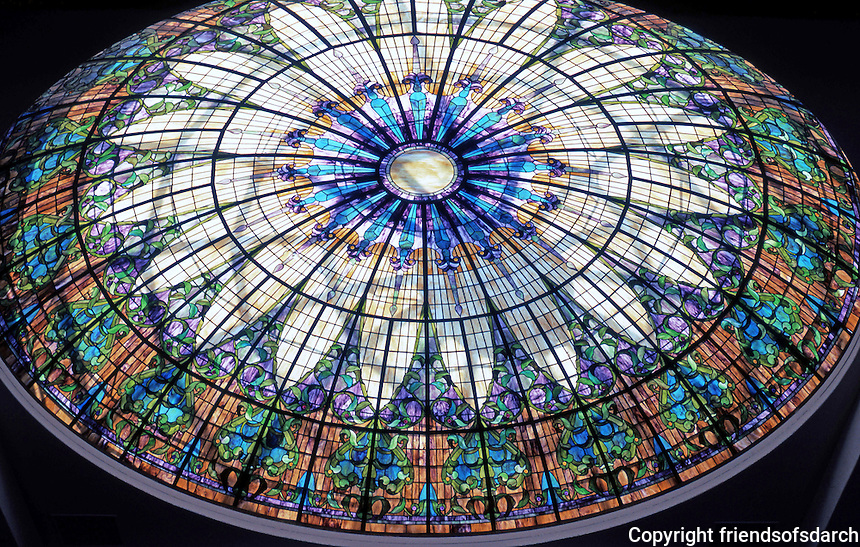 Irving Gill: First Church of Christ Scientist, San Diego. Art Glass dome. (Photo 2000)