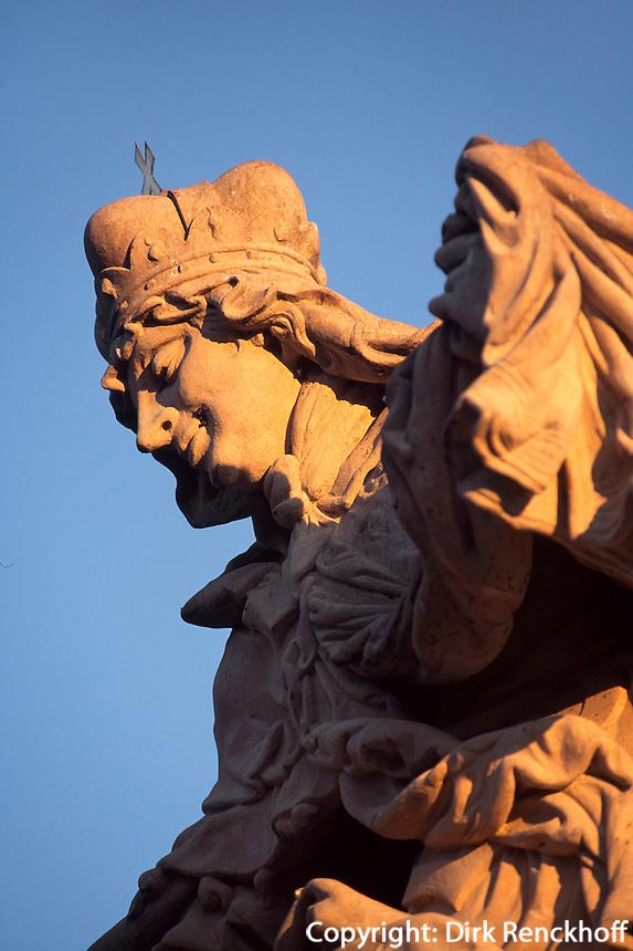 Statue der Ludmilla auf der Karlsbruecke (Karlov Most), Prag, Tschechien, Unesco-Weltkulturerbe