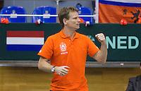 06-03-11, Tennis, Oekraine, Kharkov, Daviscup, Oekraine - Netherlands,  Captain Jan Siemerink moedigd zijn spelers aan