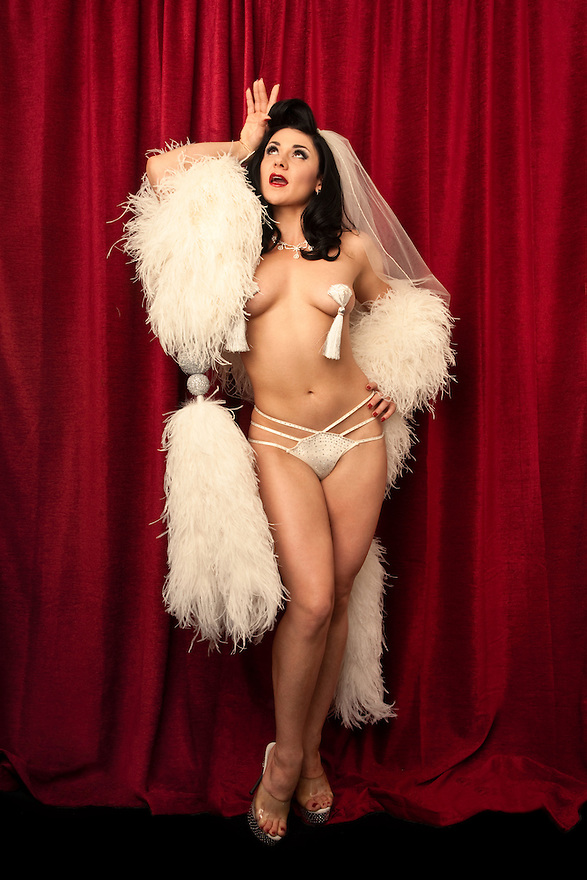 Roxi Dlite at Burlesque Hall of Fame Exotic World
