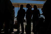 Familiares de reclusos, internos en el cerezo I de <br /> Hermosillo, hacen fila para ingresar al penal durante el dia de visita. Carcel, Prision, Readaptacion Social,