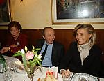 """MARIA ANGIOLILLO , VINCENZO DE BUSTIS CON LA MOGLIE<br /> 75° COMPLEANNO DI LINO JANNUZZI - """"DA FORTUNATO AL PANTHEON"""" ROMA 2003"""