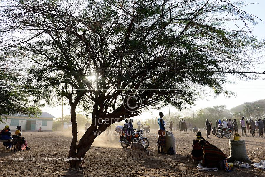 KENIA Turkana, Lodwar, cattle market, herder buy and sell goats / Turkana mit Ziegen auf dem Viehmarkt