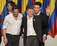BOGOTÁ -COLOMBIA. 15-06-2014. Juan Manuel Santos (Der) candidato por el partido de La Unidad Nacional acompañado de su fórmula vicepresidencial Germàn Vargas Lleras (Izq) tras terminar su discurso como presidente electo en las eleccciones presidenciales para el período constitucional 2014-18 en Colombia a Oscar Ivan Zuluaga del partido Centro Democratico. La segunda vuelta de la elección de Presidente y vicepresidente de Colombia se cumplió hoy 15 de junio de 2014 en todo el país./ Juan Manuel Santos (R) candidate by National Unity party acompanied with his runmate German Vargas Lleras (L) after finishing his speech as president elected in the Presidential elections for the constitutional period 2014-15 in Colombia to Oscar Ivan Zuluaga by Democratic Center party. The second round of the election of President and vice President of Colombia that took place today June 15, 2014 across the country. Photo: VizzorImage/ Gabriel Aponte / Staff
