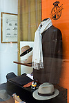 Italien, Piemont, Alessandria: Borsalino - traditionsreiches Hutgeschaeft in der Corso Roma 20 - Schaufenster | Italy, Piedmont, Alessandria: Borsalino - traditional hat manufacturer and shop at Corso Roma 20 - display window