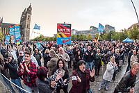 """AfD-Wahlkampfkundgebung in Magdeburg.<br /> Ca. 350 Menschen kamen zu einer Wahlkampfkundgebung der rechtsnationalistischen Alternative fuer Deutschland (AfD). Waehrend der Reden von Alexander Gauland, Bjoern Hoecke und lokalen AfDlern skandierten sie Parolen wie """"Volksverraeter"""" und """"Wir sind das Volk"""" gegen """"Die da oben"""".<br /> 13.9.2017, Magdeburg<br /> Copyright: Christian-Ditsch.de<br /> [Inhaltsveraendernde Manipulation des Fotos nur nach ausdruecklicher Genehmigung des Fotografen. Vereinbarungen ueber Abtretung von Persoenlichkeitsrechten/Model Release der abgebildeten Person/Personen liegen nicht vor. NO MODEL RELEASE! Nur fuer Redaktionelle Zwecke. Don't publish without copyright Christian-Ditsch.de, Veroeffentlichung nur mit Fotografennennung, sowie gegen Honorar, MwSt. und Beleg. Konto: I N G - D i B a, IBAN DE58500105175400192269, BIC INGDDEFFXXX, Kontakt: post@christian-ditsch.de<br /> Bei der Bearbeitung der Dateiinformationen darf die Urheberkennzeichnung in den EXIF- und  IPTC-Daten nicht entfernt werden, diese sind in digitalen Medien nach §95c UrhG rechtlich geschuetzt. Der Urhebervermerk wird gemaess §13 UrhG verlangt.]"""