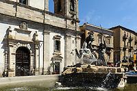 Neptunbrunnen vor Dom in Caltanisetta (16.Jh.), Sizilien, Italien