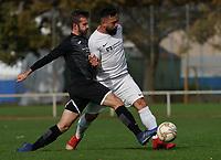 Levent Oeztuerk (Gustavsburg) gegen Etienne Klink (Goddelau) - 04.10.2020: Fussball Kreisliga A Germania Gustavsburg vs. TSV Goddelau