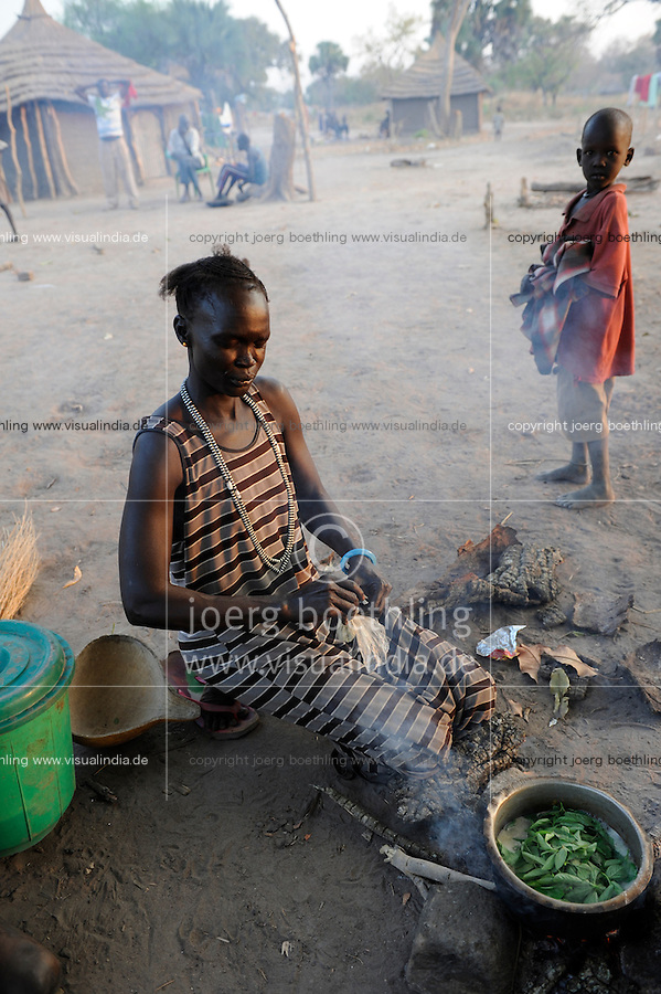 "Afrika Suedsudan Rumbek , Cuibet County , Dinka Frauen an Kochstelle im Dorf | .Africa South Sudan Rumbek , Dinka women at stove in village  .| [ copyright (c) Joerg Boethling / agenda , Veroeffentlichung nur gegen Honorar und Belegexemplar an / publication only with royalties and copy to:  agenda PG   Rothestr. 66   Germany D-22765 Hamburg   ph. ++49 40 391 907 14   e-mail: boethling@agenda-fototext.de   www.agenda-fototext.de   Bank: Hamburger Sparkasse  BLZ 200 505 50  Kto. 1281 120 178   IBAN: DE96 2005 0550 1281 1201 78   BIC: ""HASPDEHH"" ,  WEITERE MOTIVE ZU DIESEM THEMA SIND VORHANDEN!! MORE PICTURES ON THIS SUBJECT AVAILABLE!! ] [#0,26,121#]"