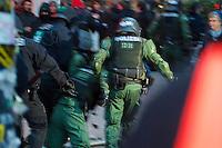 Ca. 8.000 Menschen wollten am Samstag den 21. Dezember 2013 in Hamburg fuer den Erhalt des  Veransltungszentrum Rote Flora demonstrieren. Die Polizei stoppte den Demonstrationszug bereits nach 10 Metern mit Schlagstoecken, Pfefferspay und Wasserwerfern, worauf es zu Auseinandersetzungen zwischen Demonstranten und Polizei kam. Im Verlauf der Auseinandersetzungen wurden  Demonstranten und Polizisten verletzt.<br />Die Polizei riegelte grosse Teile des Stadteils Sternschanze komplett ab und ueber mehrere Stunden durfte kein Mensch den Kessel verlassen.<br />Laut Aussage eines Polizeifuehrers sollte die Demonstration auch nicht stattfinden, und das habe auch geklappt.<br />21.12.2013, Berlin<br />Copyright: Christian-Ditsch.de<br />[Inhaltsveraendernde Manipulation des Fotos nur nach ausdruecklicher Genehmigung des Fotografen. Vereinbarungen ueber Abtretung von Persoenlichkeitsrechten/Model Release der abgebildeten Person/Personen liegen nicht vor. NO MODEL RELEASE! Don't publish without copyright Christian-Ditsch.de, Veroeffentlichung nur mit Fotografennennung, sowie gegen Honorar, MwSt. und Beleg. Konto:, I N G - D i B a, IBAN DE58500105175400192269, BIC INGDDEFFXXX, Kontakt: post@christian-ditsch.de<br />Urhebervermerk wird gemaess Paragraph 13 UHG verlangt.]